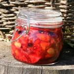 Letní ovoce ve sklenici
