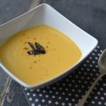 Dýňová polévka s křupavou šalvějí