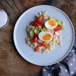 Kuskusový salát s trhaným krůtím masem a zeleninou
