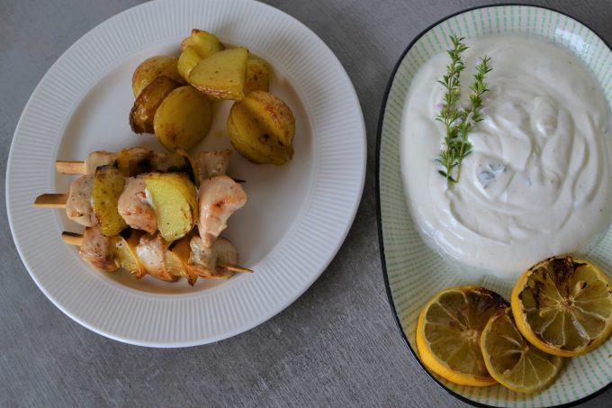 Grilované špízy s citronem a citronovým jogurtem