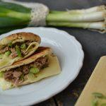 Rychlý letní oběd: Tuňák v koriandrovém chlebu naan