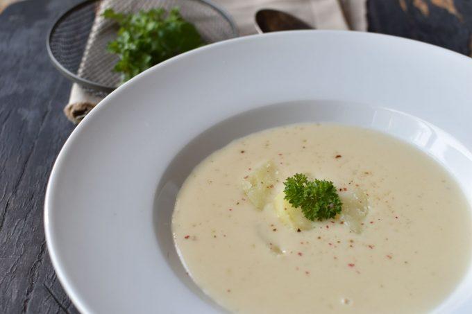 Krémová podzimní polévka s česnekem a bramborami