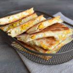 Quesadilla Santa Maria se čtyřmi druhy sýrů