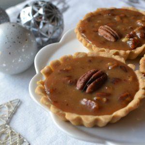 Tartaletky  s karamelem a pekanovými ořechy