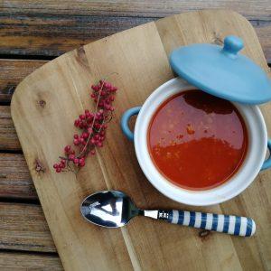 Snadná rajská polévka s červenou čočkou